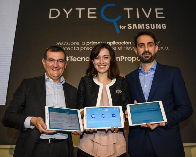 Luz Rello de Change Dyslexia junto a Francisco Hortigüela y Alfonso Fernández de SAMSUNG