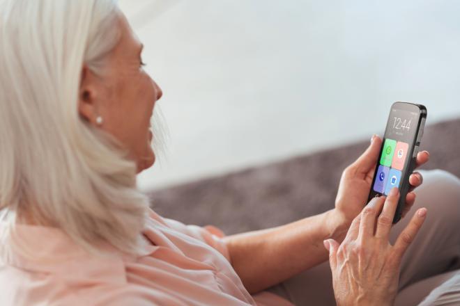 Llega el móvil perfecto para regalar a los abuelos estas Navidades