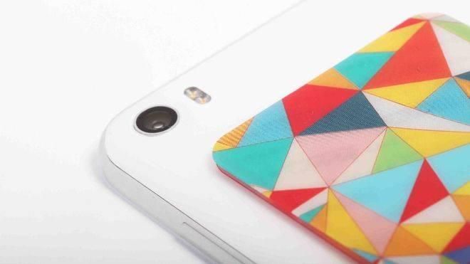 WTF Smart Sticker, el accesorio móvil que se adhiere a todo