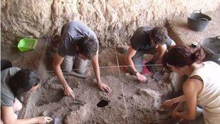 Un equipo del INAPH de la Universidad de Alicante data hace 20.000 años la ocupación humana en La Romana (Alicante)
