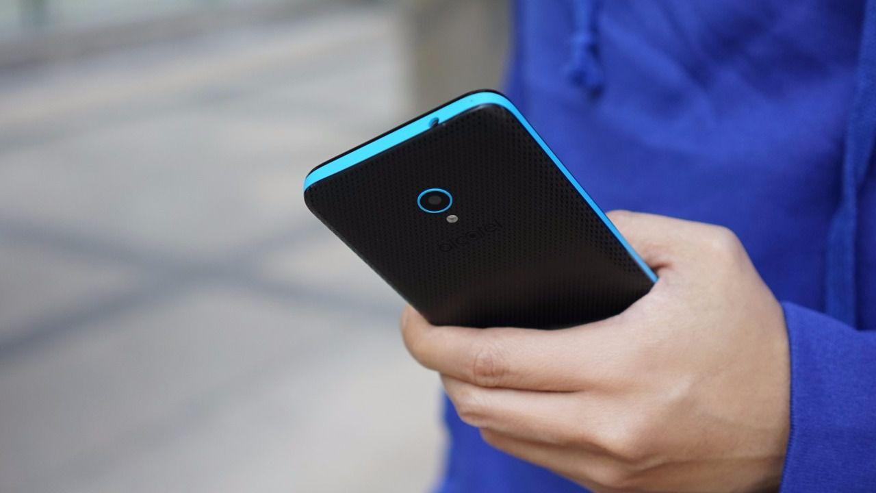 Alcatel U5 4G todo gira en torno al selfie