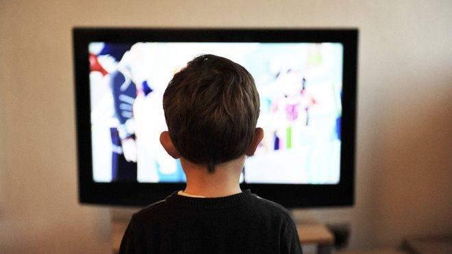 Un estudio advierte de la sobreexposición que sufren los niños españoles a anuncios de 'comida basura' en televisión