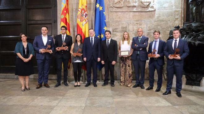 El investigador de la UA, Fernando Vera, recibe el premio al conjunto de la Actividad Turística de la Generalitat Valenciana