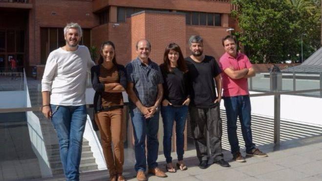 De izquierda a derecha, los expertos Miquel A. Arnedo, Cristina Frías, Julio Rozas, Sara Guirao, Alejandro Sánchez y José Francisco Sánchez en la Facultad de Biología de la Universidad de Barcelona.