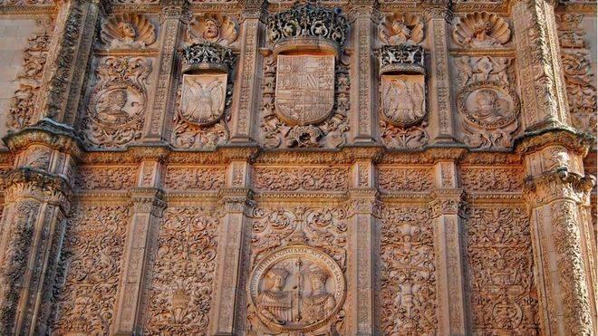 La restauración de la Fachada Rica de la Universidad de Salamanca desvela retazos de su historia