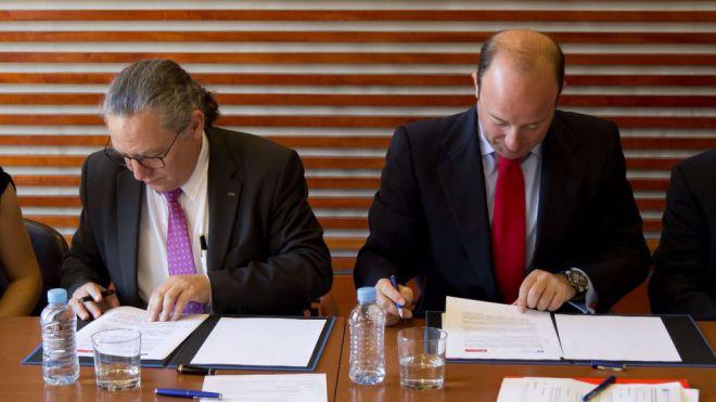 Acuerdo UPC y Banco Santander en apoyando el emprendimiento, la internacionalización y la investigación