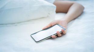 Olvídate del móvil si quieres dormir bien