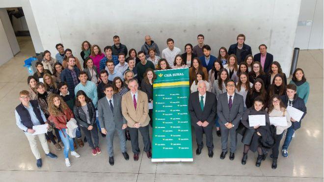 Alumnos de la UNAV reciben las becas Global Internship de Caja Rural de Navarra