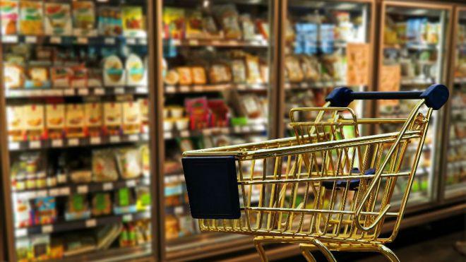 Cada día 5 millones de españoles salen a comprar durante el confinamiento