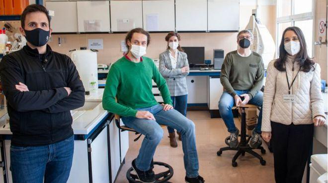 De izquierda a derecha, Iñaki Milton-Laskibar, Asier Léniz, Naroa Kajarabille, Alfredo Fernández-Quintela y María Puy Portillo Baquedano. Foto: Nuria González. UPV/EHU.