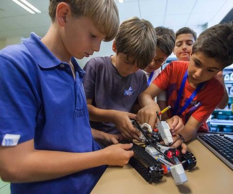 Campamentos de verano tecnólogicos en ICAI: robótica, apps y videojuegos en 3D