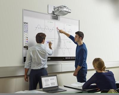 Epson y SMART, unidos por el aprendizaje colaborativo en el aula